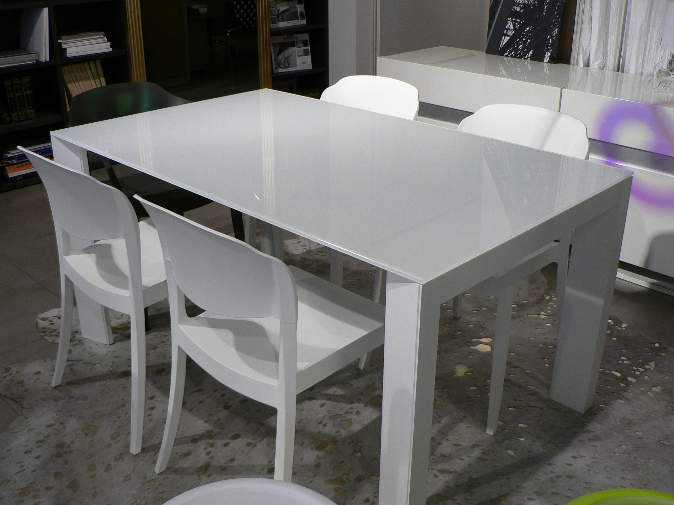 Tavoli e sedie ikonarredamenti for Sedie e tavoli design